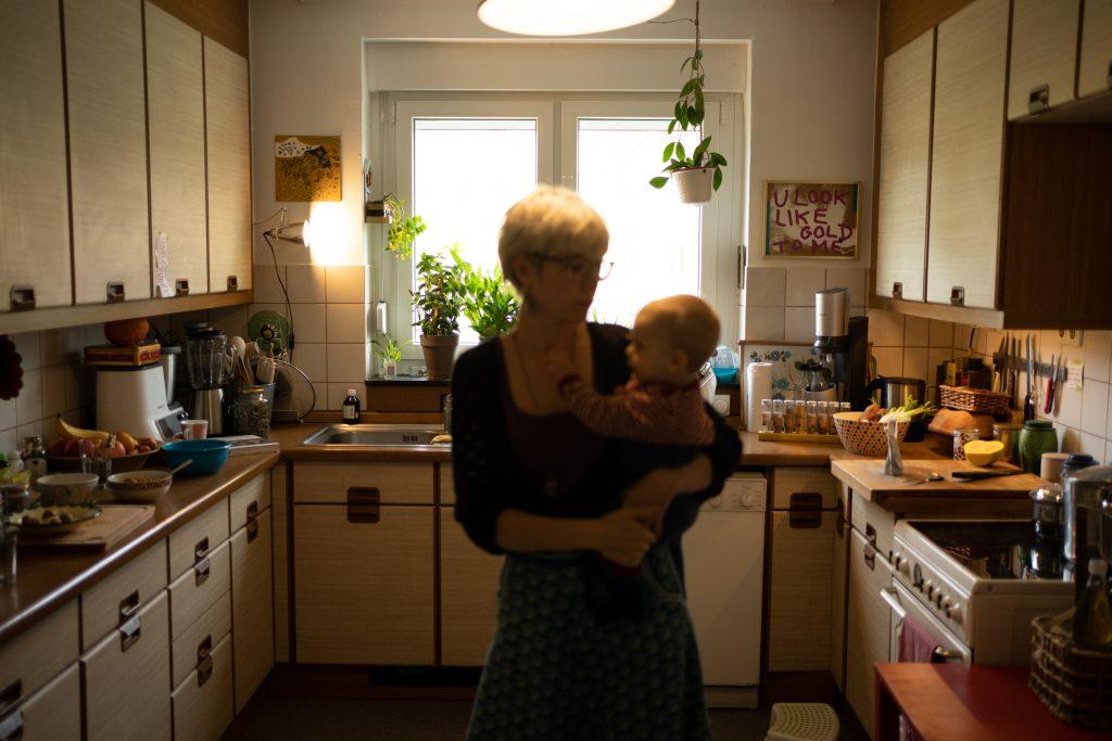 Eine Mütterpflegerin hat immer auch den gesamten Haushalt im Blick